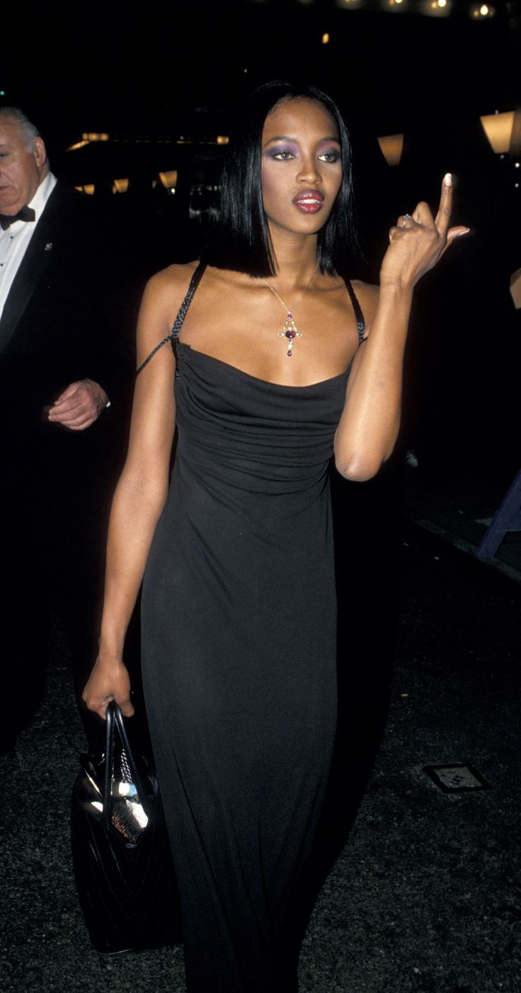 90s Outfits : Naomi Campbell's Throwback Style Will