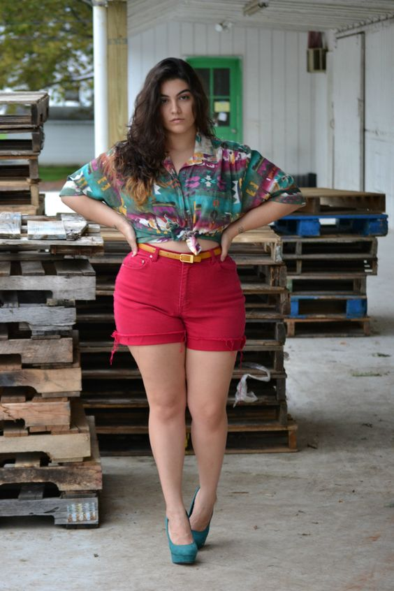 casual fashion for 40-year-old women with plus size shorts