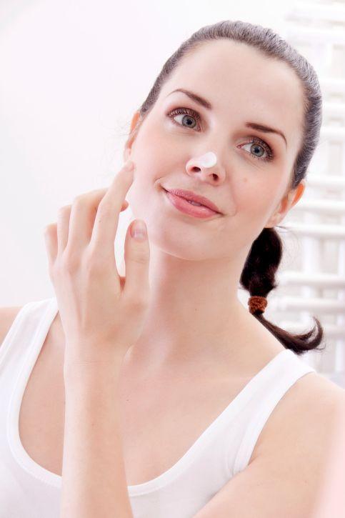 apply a light moisturizer on the face