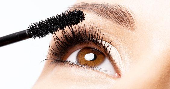 apply mascara or mascara for eyelashes