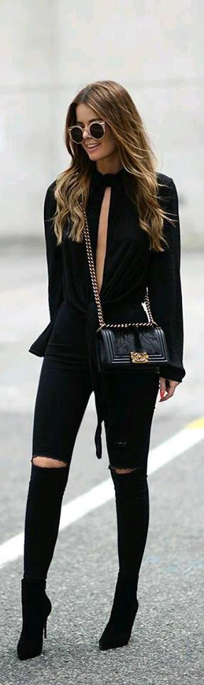 Fashion for women of 40 2019 with style in black color