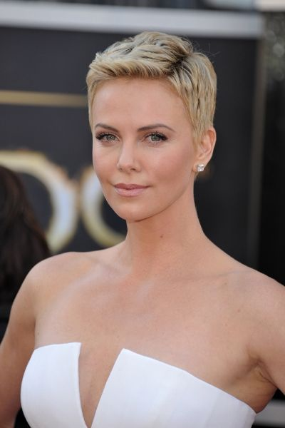 Short haircuts for women 40 (4)