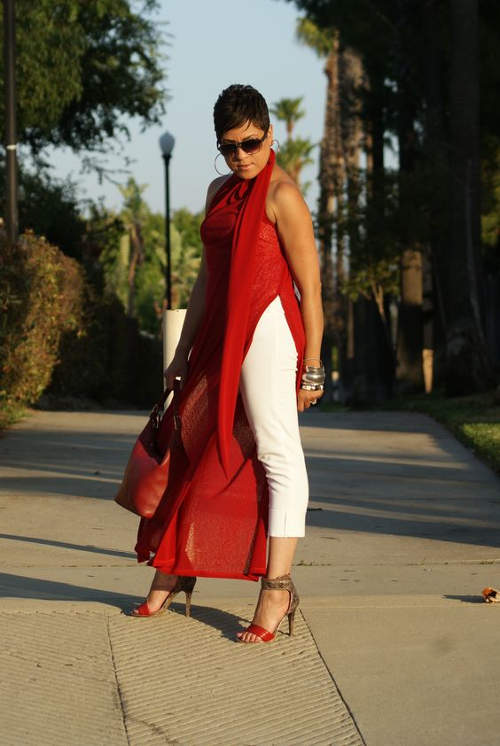 Outfits with fashionable colors that highlight elegance in 40-year-old women in orange red