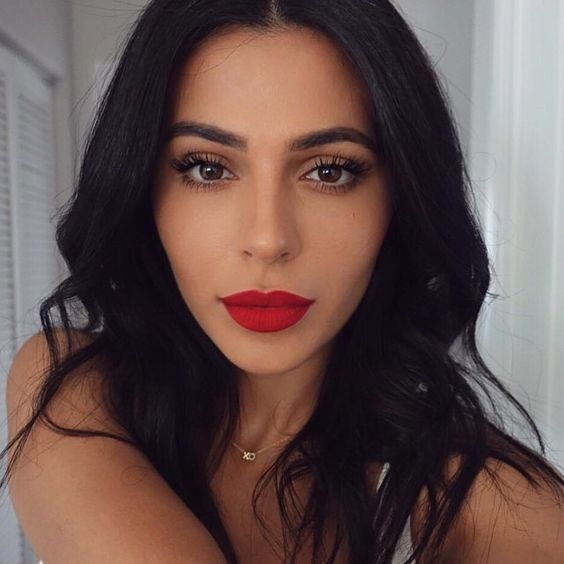 Makeup with red lips will never let you down!