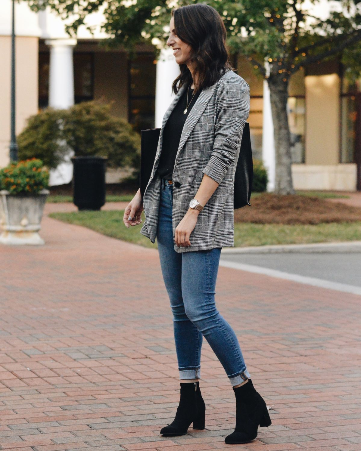 looks with blazers and jeans for working moms