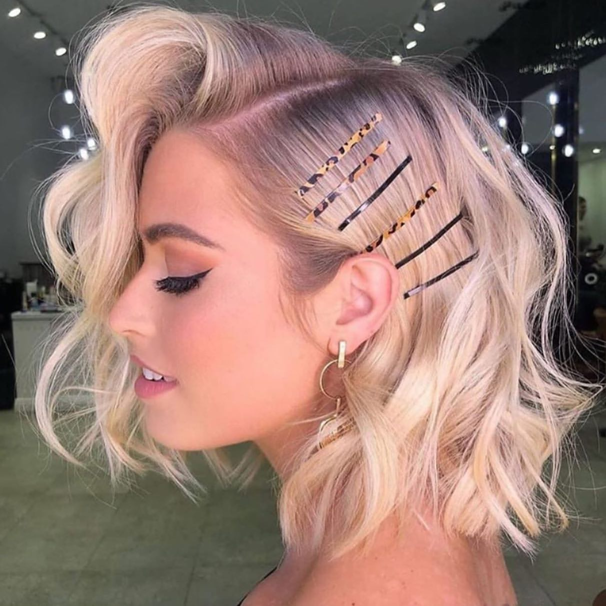 Hairstyles with trendy brooches