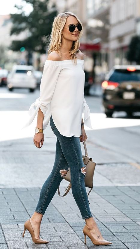 Combine high jeans with long blouses to hide your belly