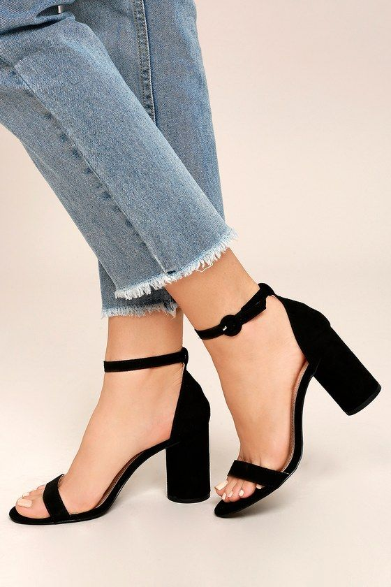 Casual outfits for the daily newspaper women of 30 years or more: Black heeled sandals