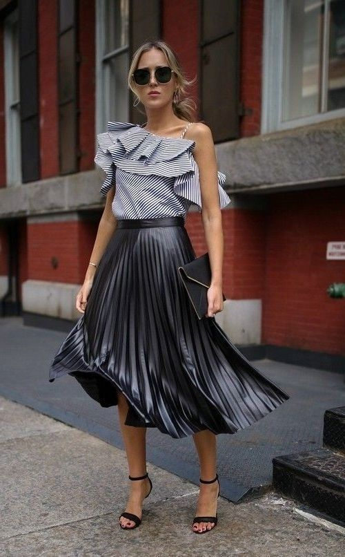 Casual outfits for the daily newspaper women of 30 years or more: Midi skirt