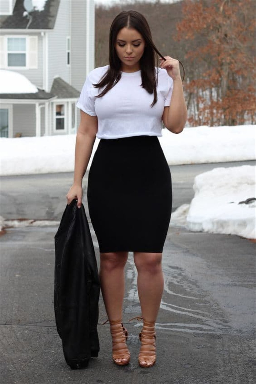 Wear a pencil skirt to make your waist look smaller