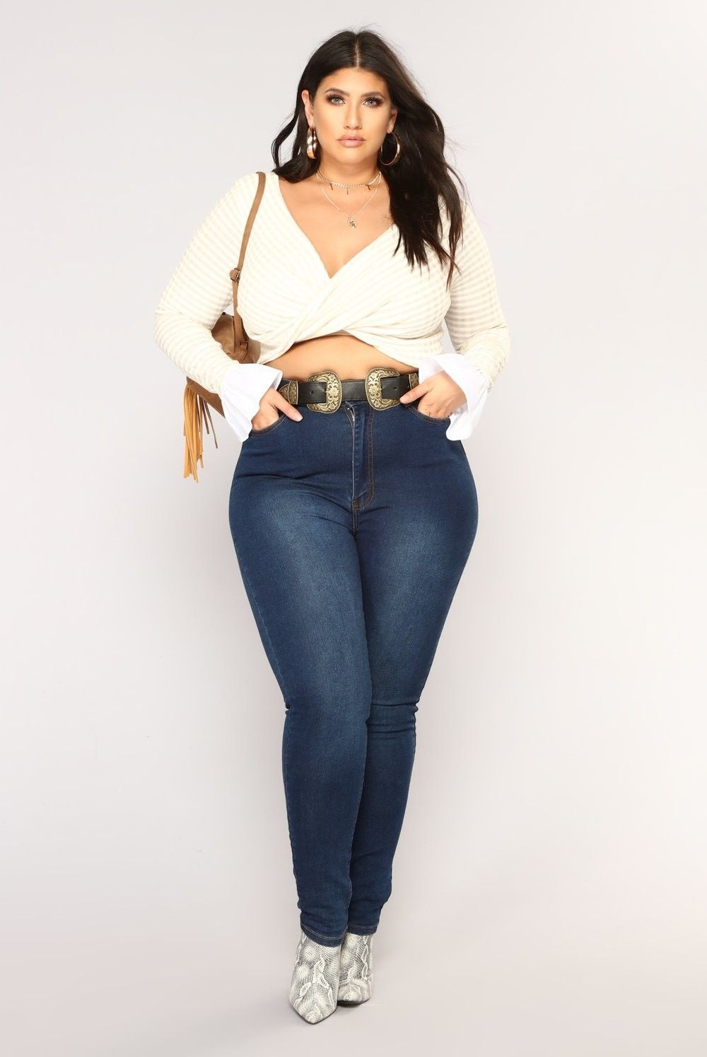 Outfits inspired by Chiquis Rivera to show off those curves with high jeans