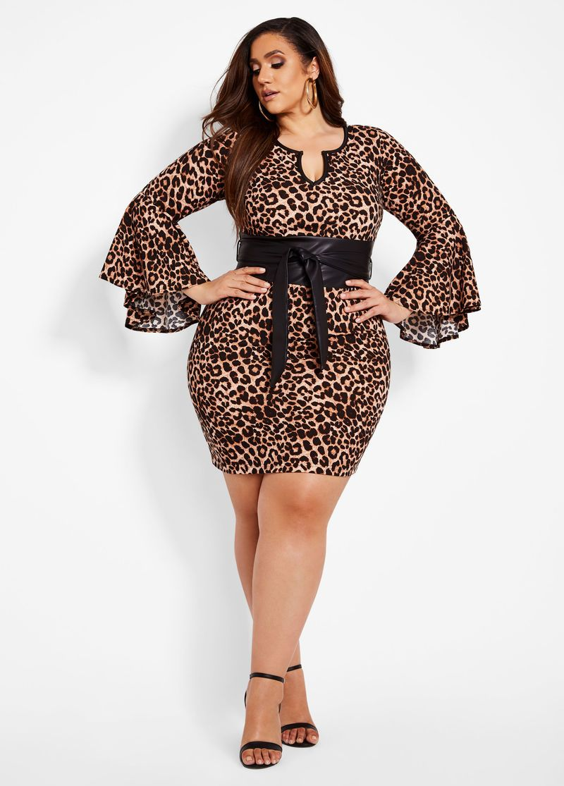 Outfits for curvy girls wearing an animal print style