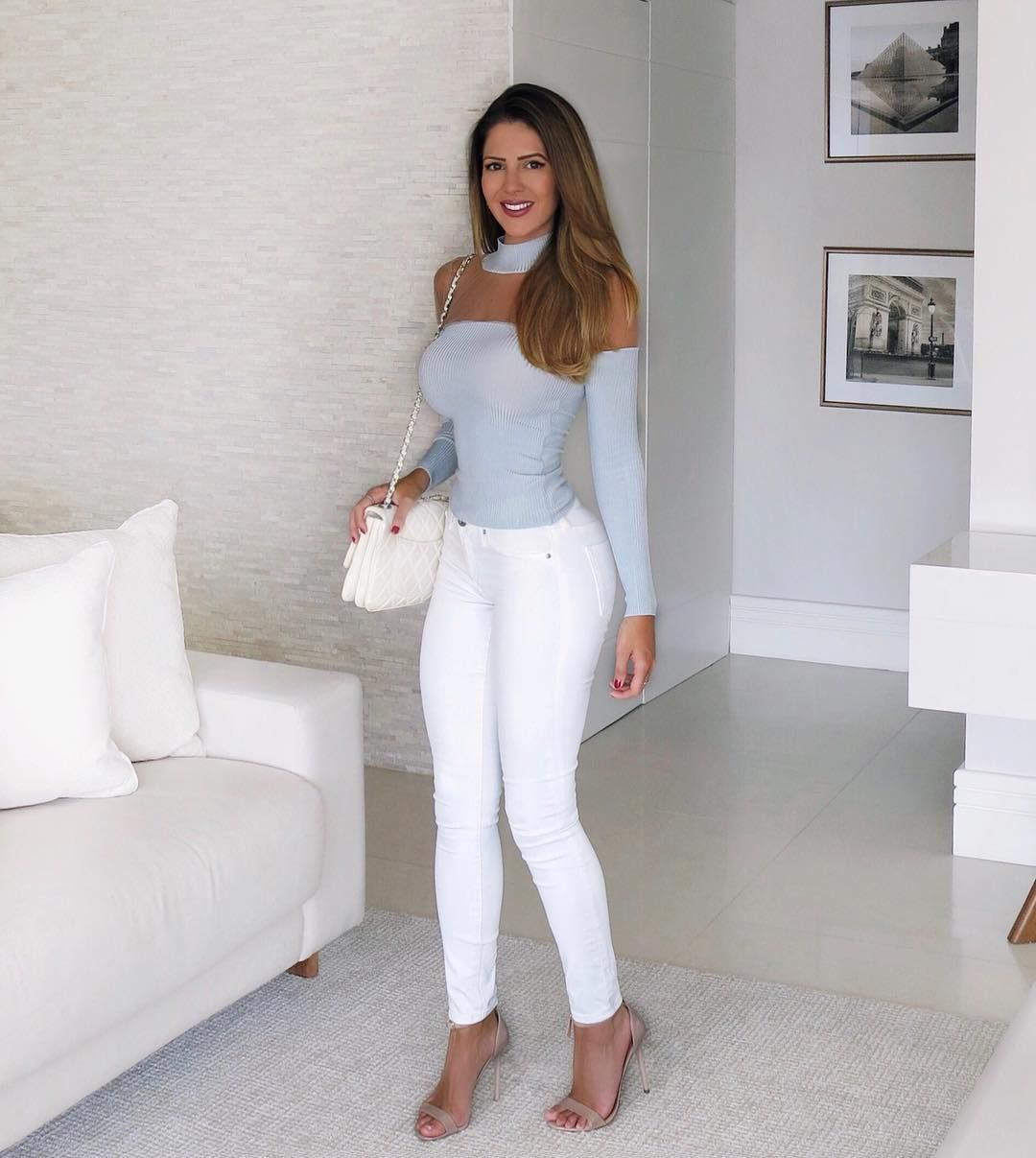 How to wear beige heels with white jeans