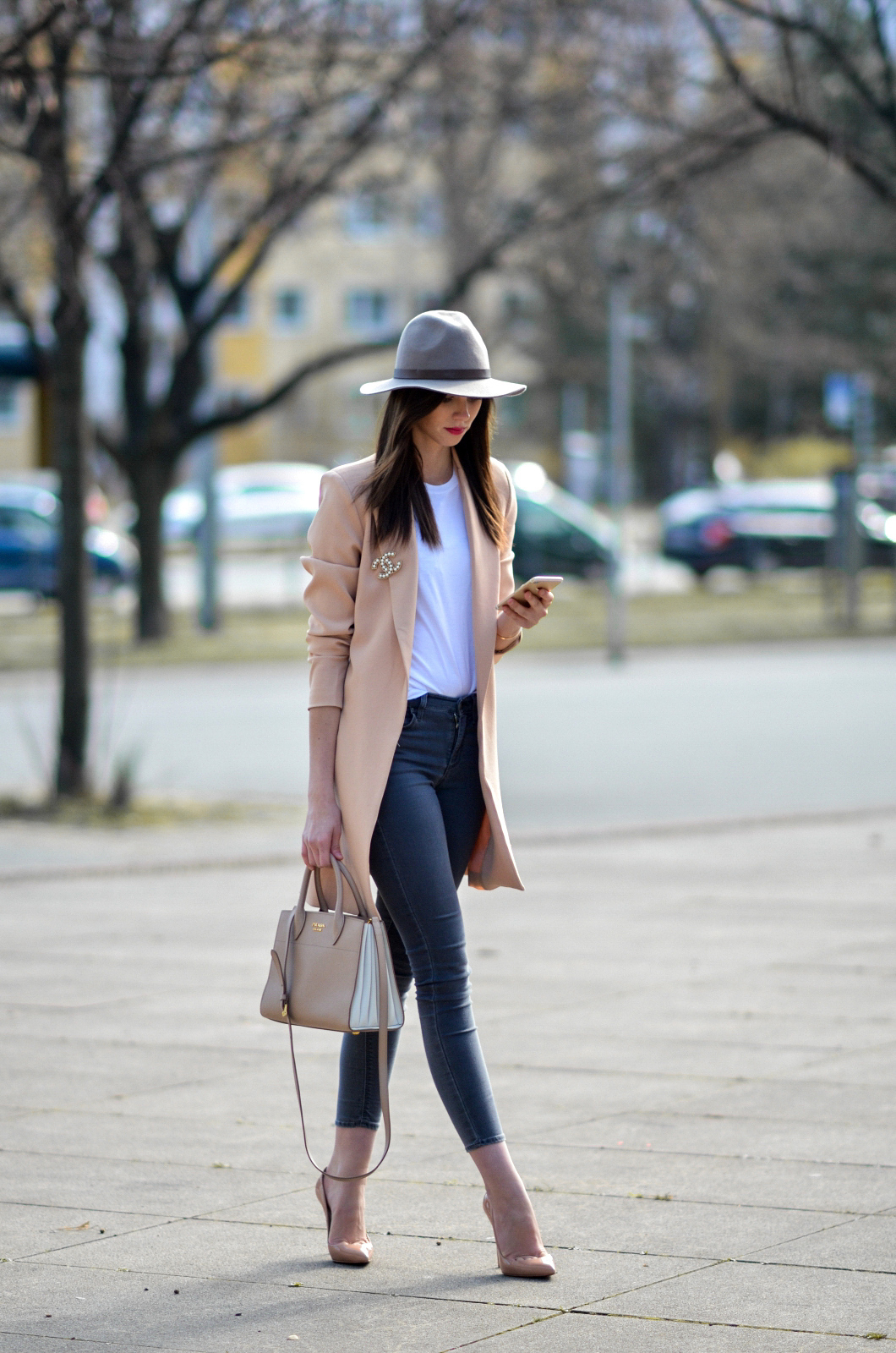 Outfits with heels and beige blazer