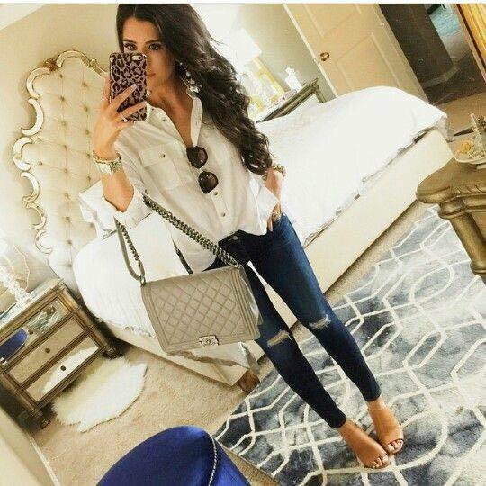 Combination of loose blouse with ripped pants