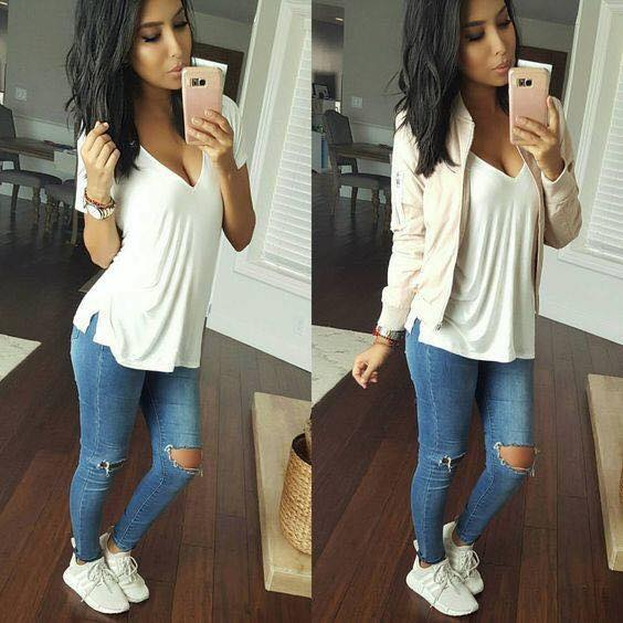 Look with ripped jeans with a white basic blouse