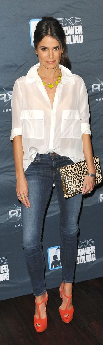 How to wear a white blouse and jeans if you are 40 or older