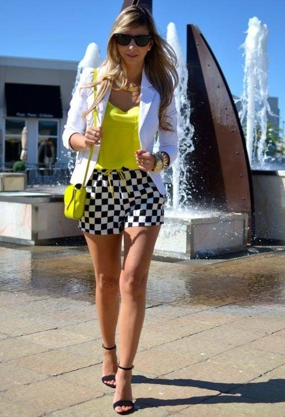 Outfits with shorts and three-quarter blazer