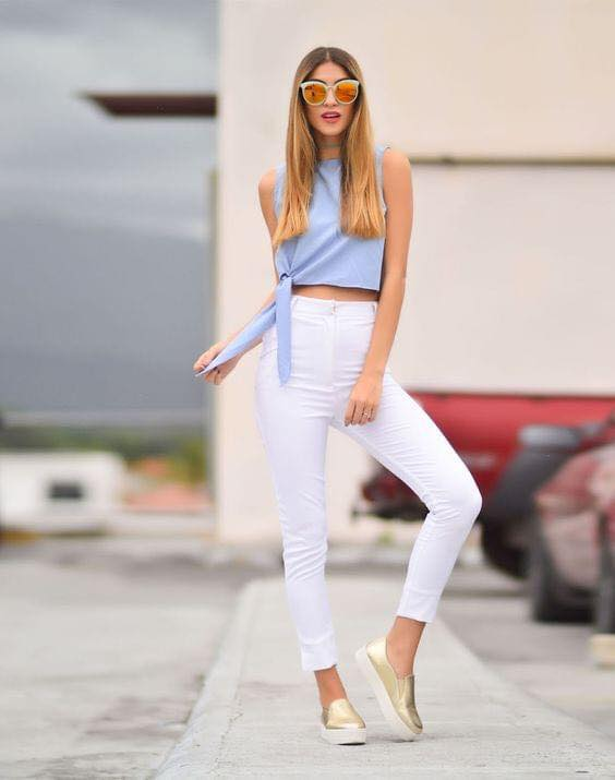 Capri pants outfit with white and blue combination