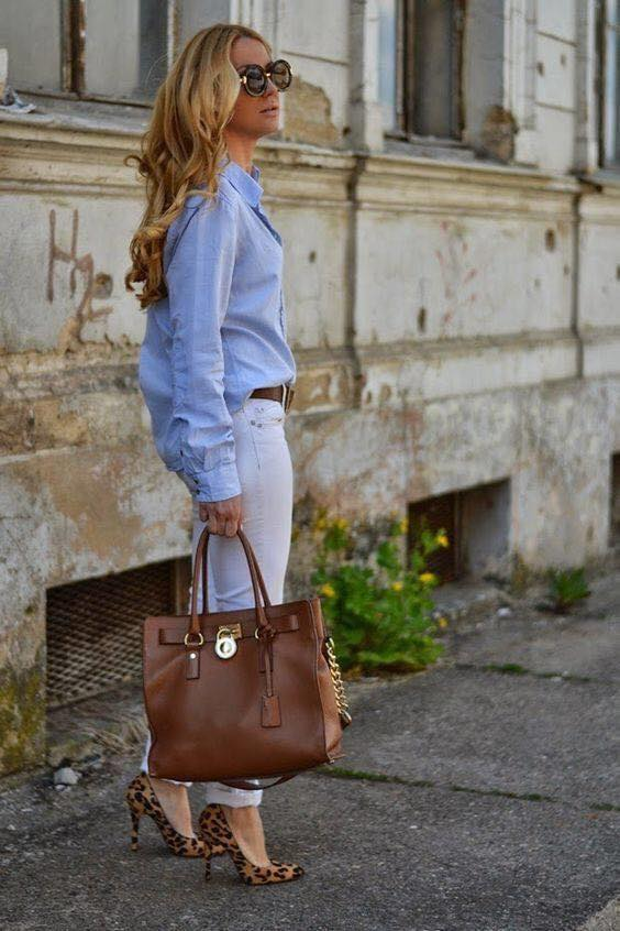 Maxi blouse and skinny jeans for white and blue look