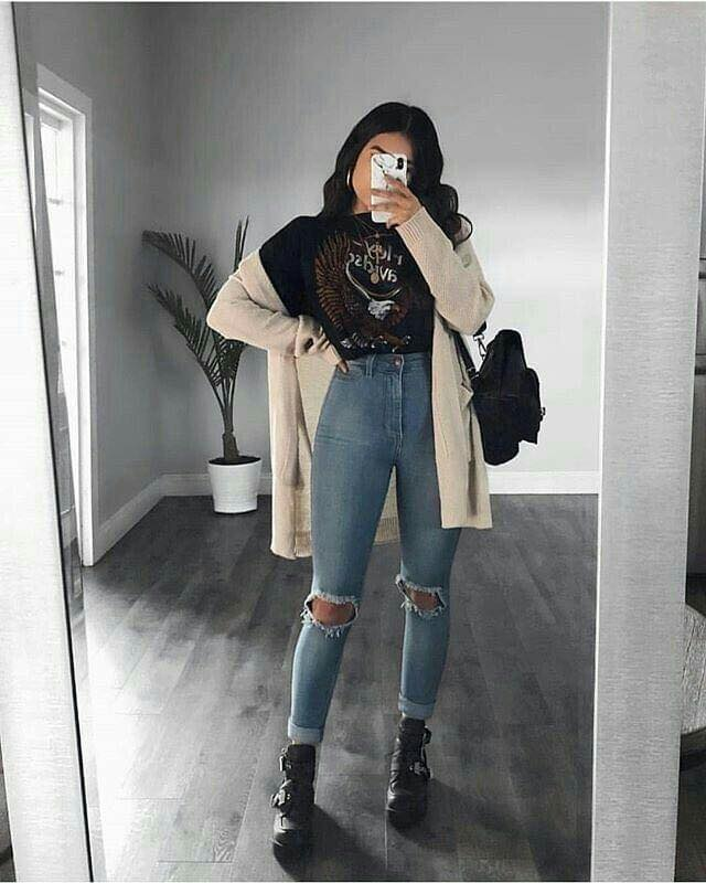 Ripped jeans with high waist
