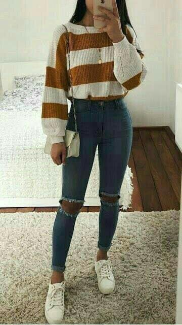 Sweater tied with high jeans