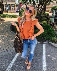 Blouse outfit with ruffles for fall