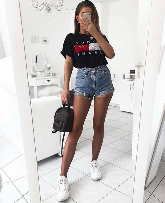 How to combine t-shirts with shorts