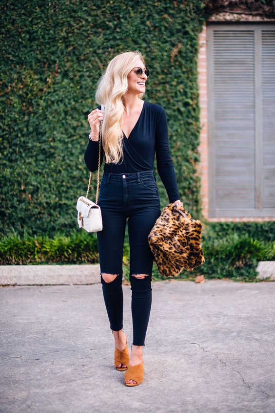 Looks with ripped black jeans