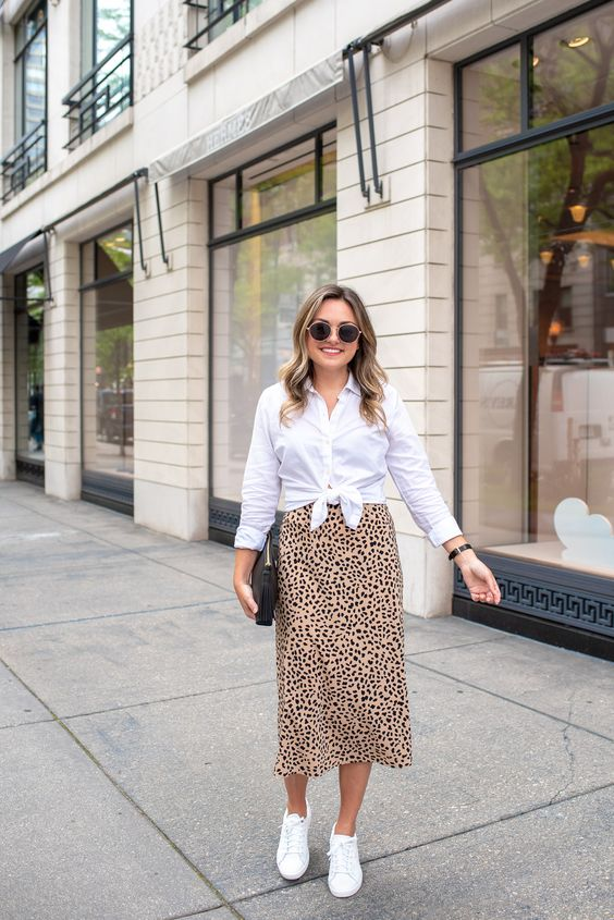 Ideas to wear a white shirt with skirts