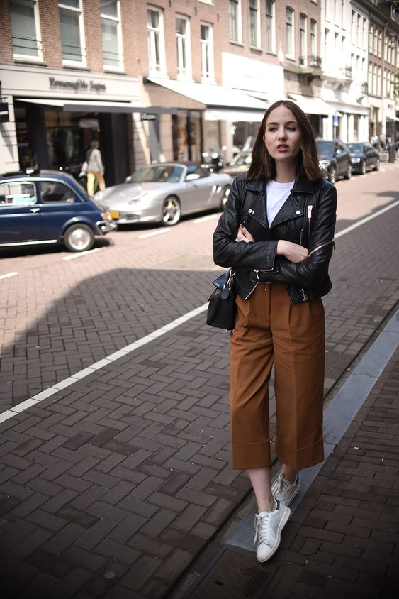 Ideas to wear a leather jacket if you are a mature woman