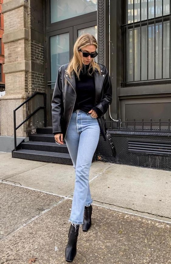 Looks with jeans and leather jacket for women of 40