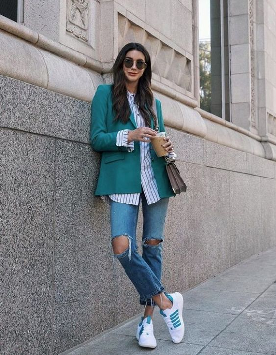 Casual outfits with tennis shoes for 40-year-old women