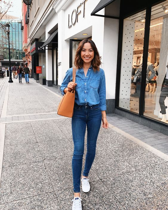 Casual outfits with denim jeans and tennis shoes