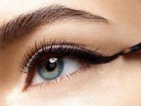 Cos'è e come si usa l'eyeliner gel, per una linea intensa e senza sbavature