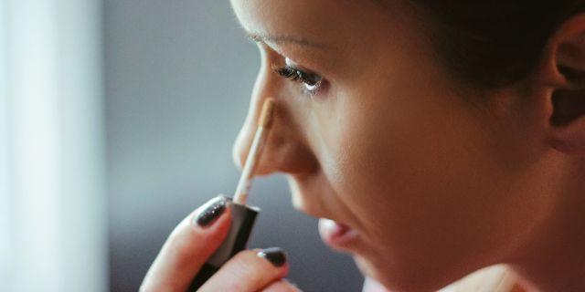 Correttore, tanti benefici in un solo prodotto per un viso perfetto