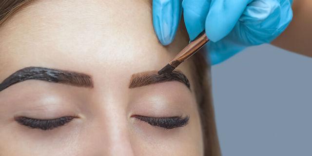 Tinte sopracciglia: il rimedio non permanente per definire lo sguardo