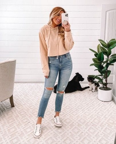 Sunday outfits with denim jeans