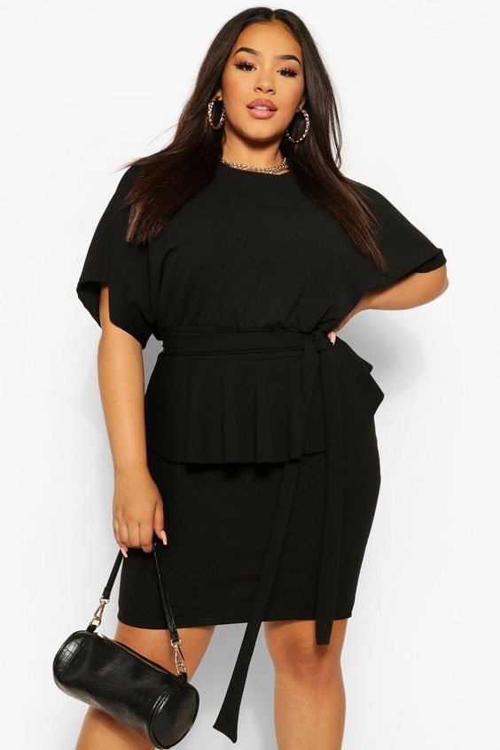 Chic and modern looks in black for curvy girls