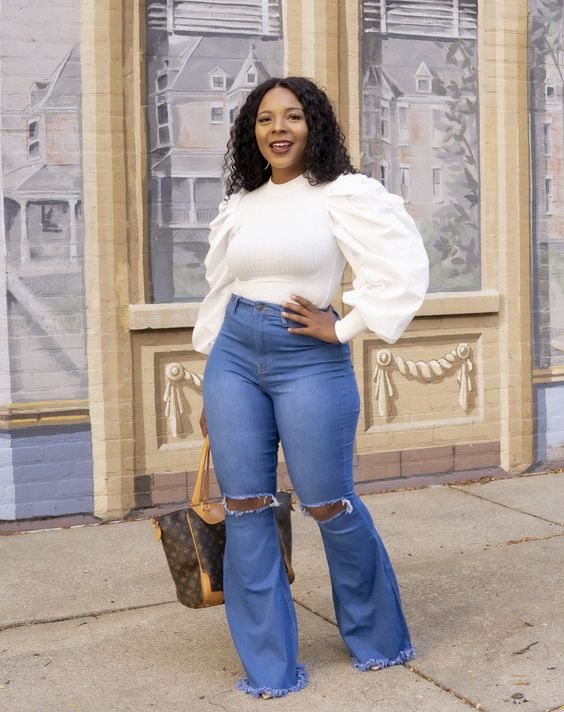 Looks with flared plus size jeans