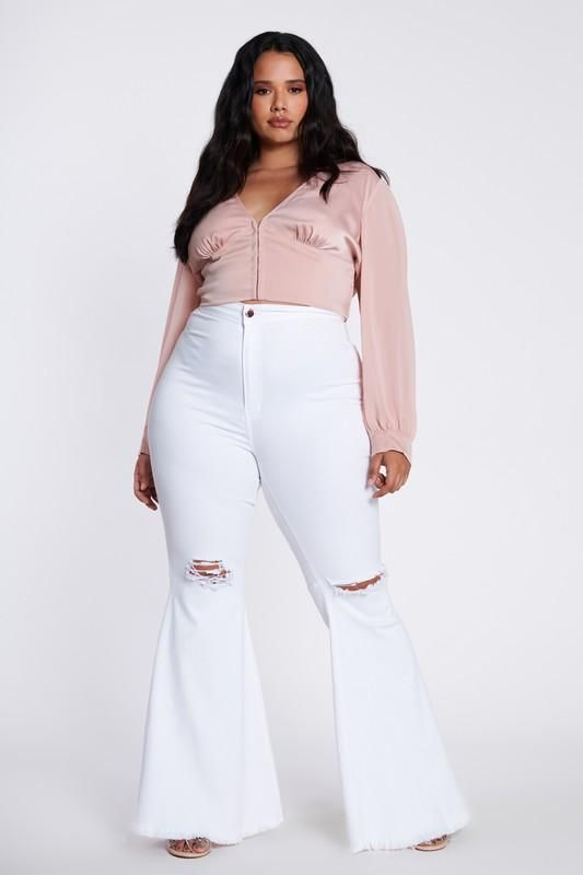 Ideas of looks with white jeans for plus size women
