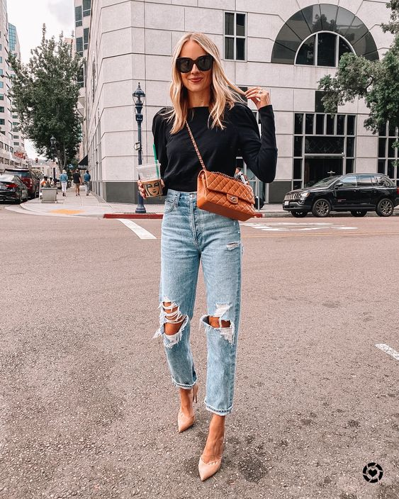 Elegant outfit with ripped jeans