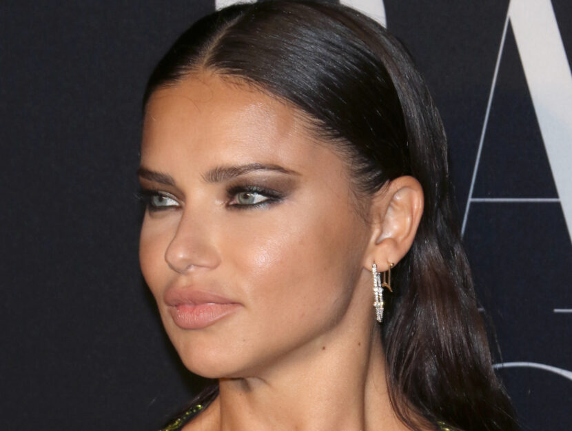 Adriana Lima is bright spring and intensifies her look with contrasting black edging and a