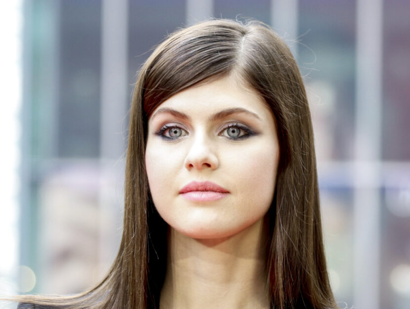 Alexandra Daddario is cold summer and puts a focus on her jeweled eyes thanks to a medium gray