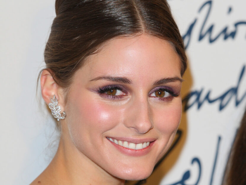Olivia Palermo is soft autumn and enhances her hazel eyes and her warm complexion with a pe