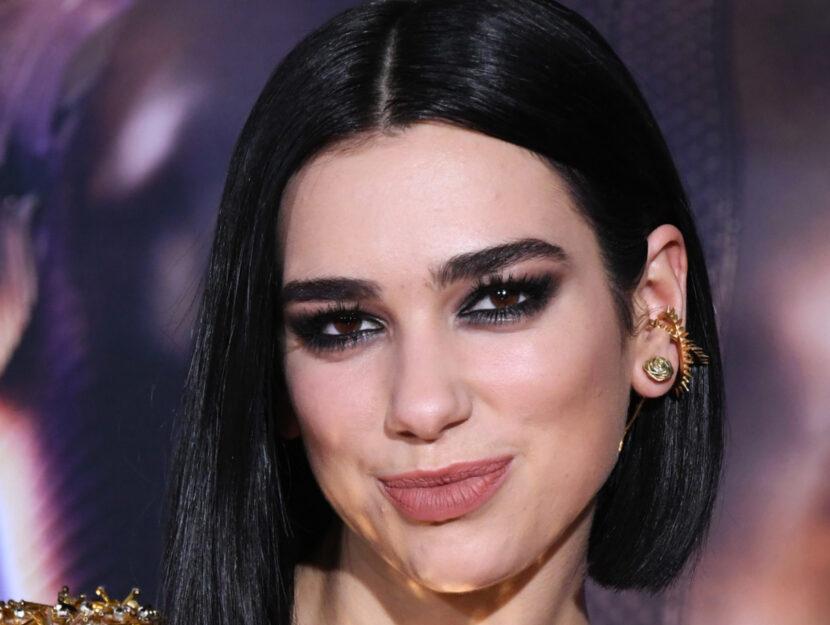 Dua Lipa is deep winter and intensifies her velvet eyes with black pencil and gray eyeshadow