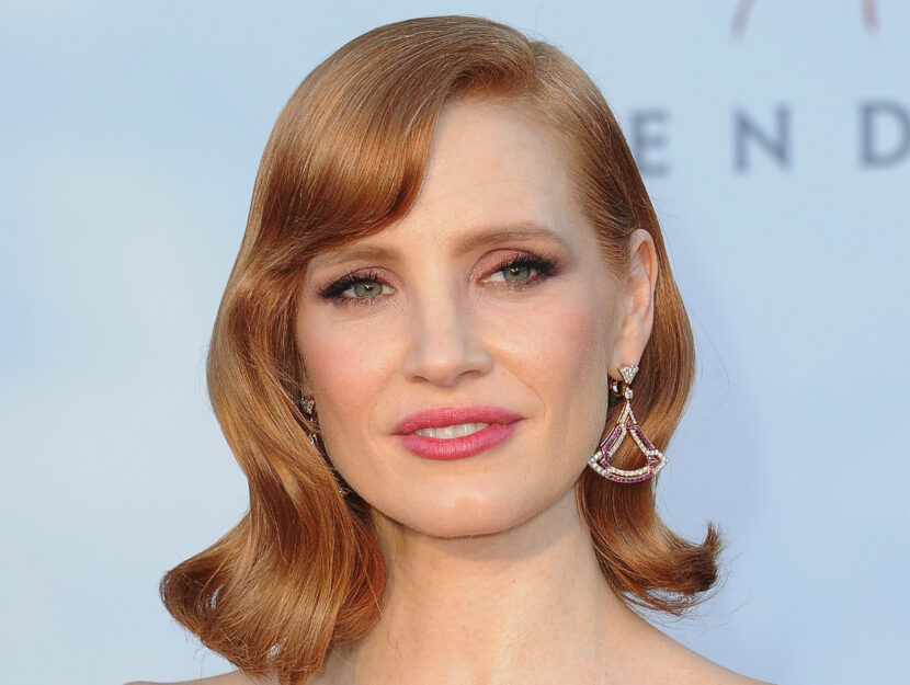 Jessica Chastain is hot spring and brightens her eyes with a bright and soft champag pink