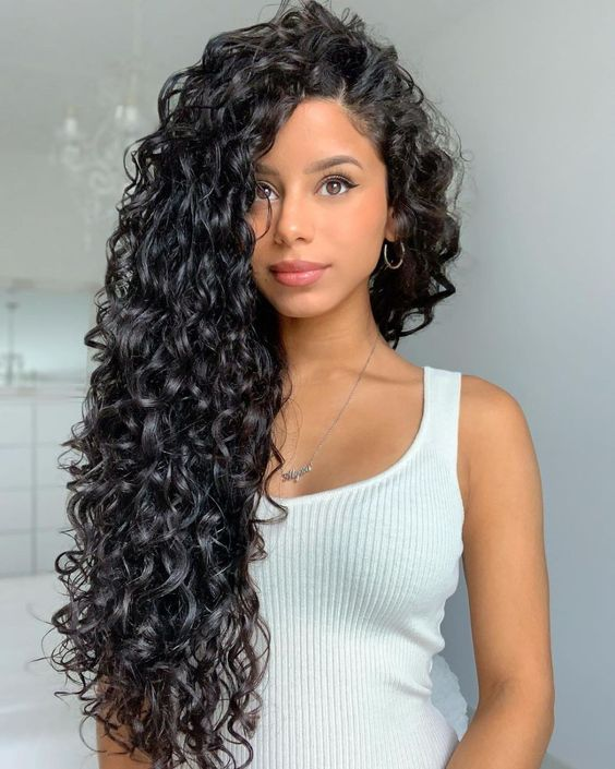 How to make your curls look defined and frizzy naturally?
