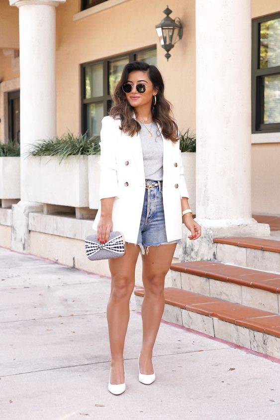 Ways to wear shorts to the office without looking vulgar