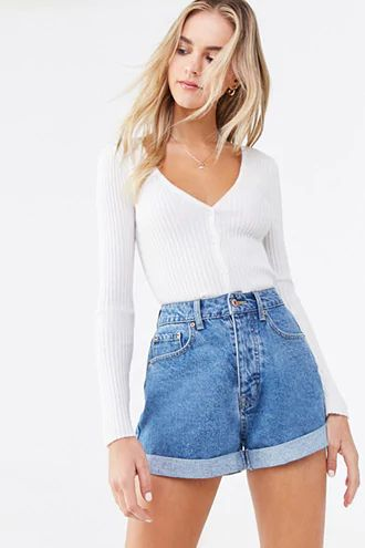 Outfit ideas with high-waisted shorts